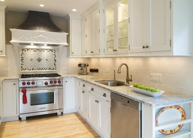 Behind stove backsplash mosaic kitchen love pinterest for Small kitchens with white cabinets