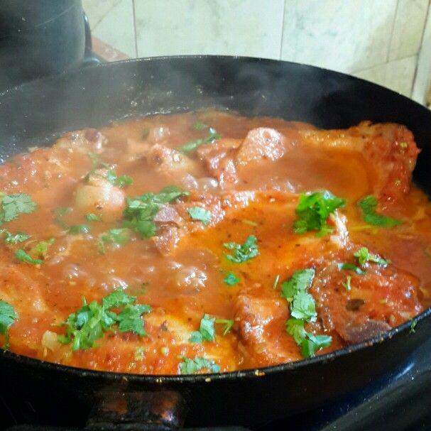 Chuletas de cerdo en salsa de tomate