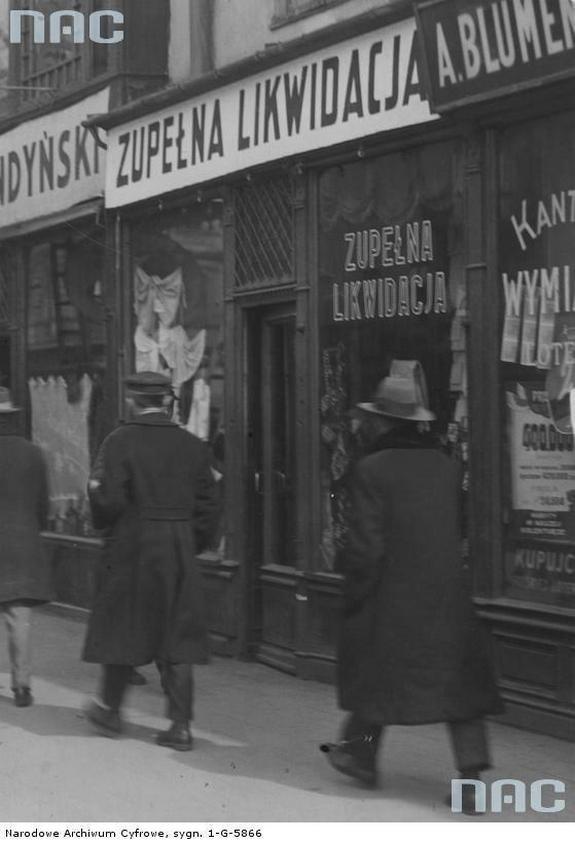 Witryny sklepów przy ul. Marszałkowskiej