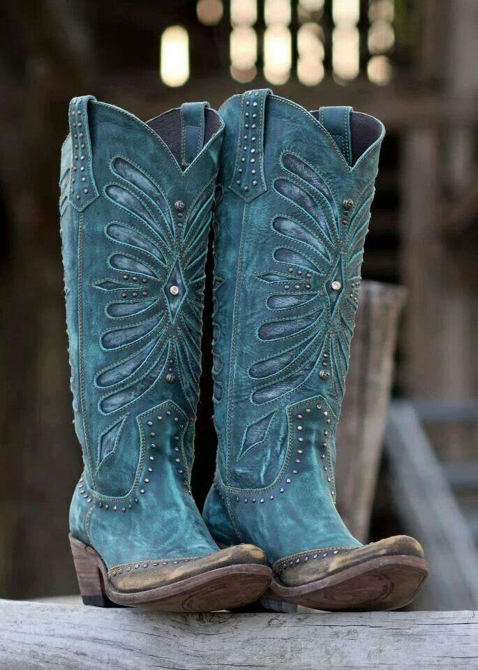 Blingy cowgirl boots