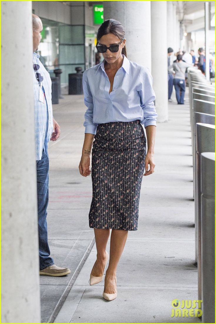 victoria beckham goes business chic for a flight 05 Victoria Beckham goes business chic while arriving at JFK Airport on a flight on Sunday (June 8) in New York City.    The 40-year-old fashion designer's husband…