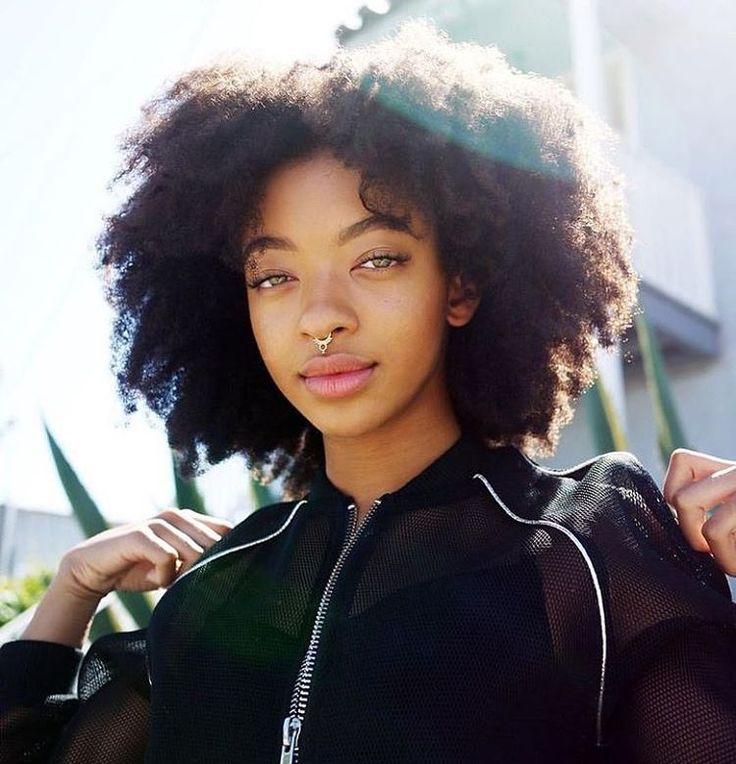 @zolee_g || Afro hair. Kinky hair. Natural hair. Fluffy hair. Afro textures.