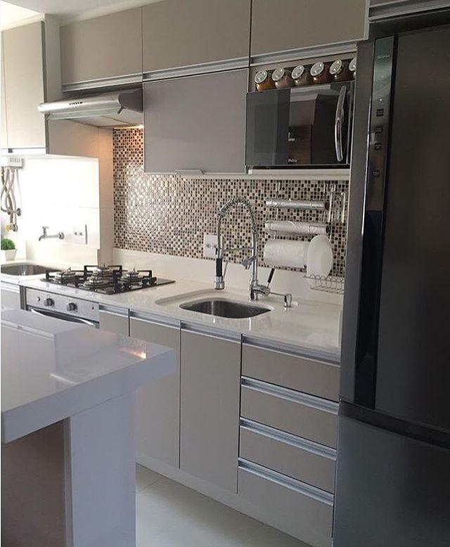 Bom dia sexta-feira! ✨Iniciando por esta cozinha compacta e muito linda. Amei❣@pontodecor Inspiração via @ape1025 {HI} Snap: hi.homeidea www.bloghomeidea.com.br #bloghomeidea #olioliteam #arquitetura #ambiente #archdecor #archdesign #hi #cozinha #kitchen #homestyle #home #homedecor #pontodecor #iphonesia #homedesign #photooftheday #love #interiordesign #interiores #picoftheday #decoration #world #instagood #lovedecor #architecture #archlovers #inspiration #project #regram