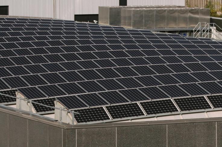 1.074 moduli fotovoltaici integrati in copertura, serie Premium L Mono di Solar Fabrik AG.