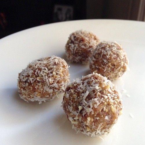 Coconut Cashew Truffles! (raw, paleo, Whole30)