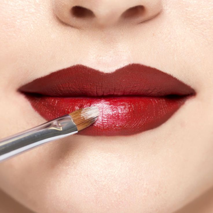 how to make your lipstick look smooth