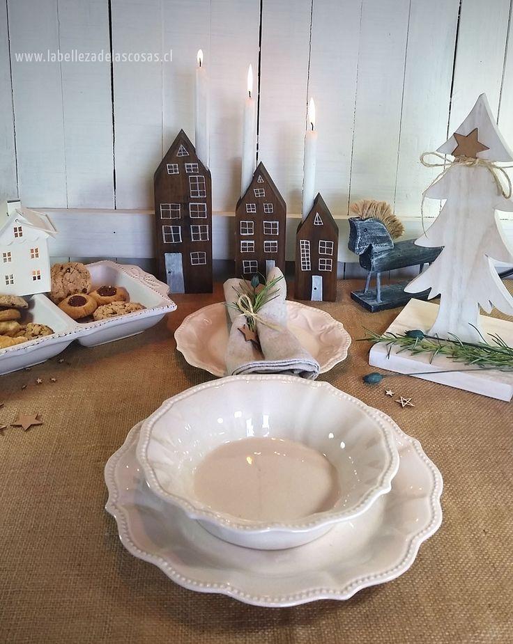 Precioso! Una propuesta actual para una mágica mesa de navidad en colores neutros. Simple, descomplicada y preciosa!