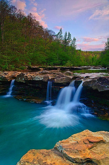 ARKANSAS ... The Natural State ... 600,000 acres (243,000 hectares) of lakes ... more than 9,700 miles (15,600 km) of rivers & streams ... too many waterfalls to count ... hot springs ... mountains ... dense forests ... grand scenic vistas ... charming towns & resorts ... rich historical & cultural sites ... a great place to breathe deeply & explore.