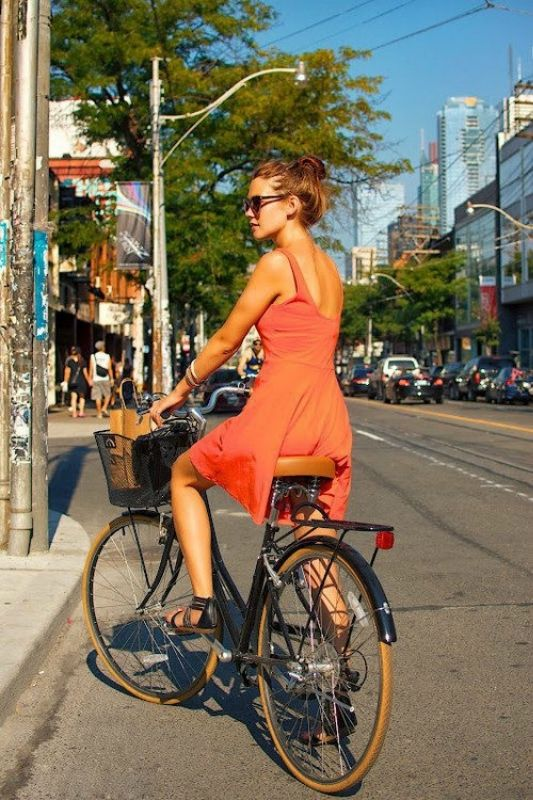 Девочки на велосипедах очень сексуально