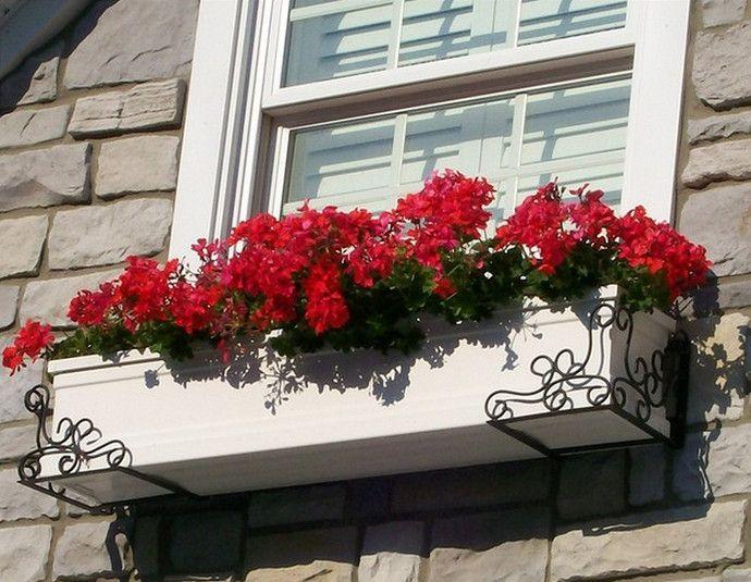 Unter Dem Fenster Blumenkasten Gartenmobel Window Box Flowers Window Box Plants Window Plants