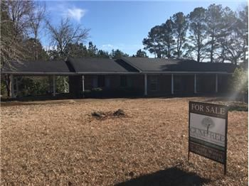 207 Lois Lane, Booneville, MS 38829, 3600 sq ft home with 6 bedrooms/4 baths, could easily be a duplex. Has 2 LR, and 2 Kitchens.