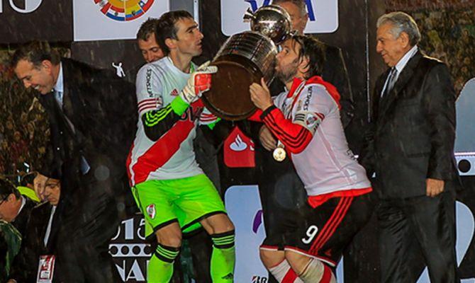 Barovero y Cavenaghi levantan la Copa Libertadores de América 2015!