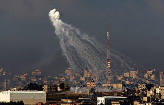 Gaza: Israel under fire for white phosphorus use - CSMonitor.com