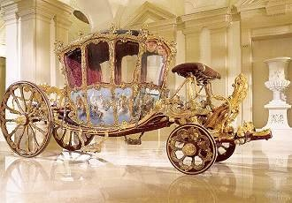 si j'étais cendrillon ...The golden coach of Prince Joseph Wenzel I of Liechtenstein (1738) Technique: Wood mounted in gold and colors, steel, gilt bronze, leather, crystal, velvet with gold embroidery, brocade