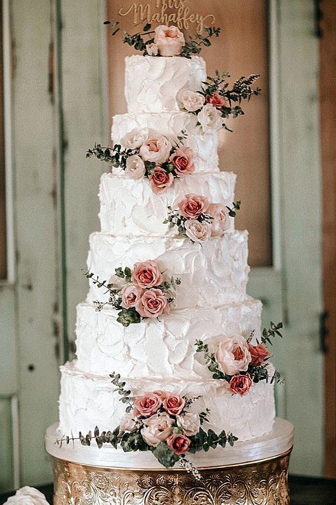 Buttercreme Hochzeitstorten hoch mit Rosen und Zeichen auf der Oberseite carly Arnwine via …   – Wedding dress Allee