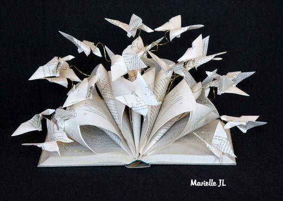 Livre détourné, livre sculpté, création en papier, papillons en papier, origami, livre sculpture
