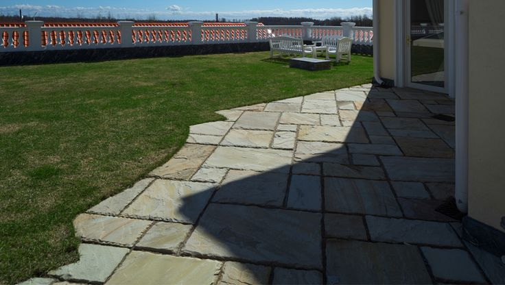 Sandstone flagstone paving on concrete base. Мощение индийским песчсником. Ландшафтные дизайн - СпецПаркДизайн, Санкт-Петербург, Россия