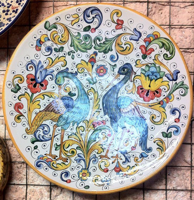 Piatto d'Arredo, del diametro di 40 centimetri, con uno dei più esclusivi ed…