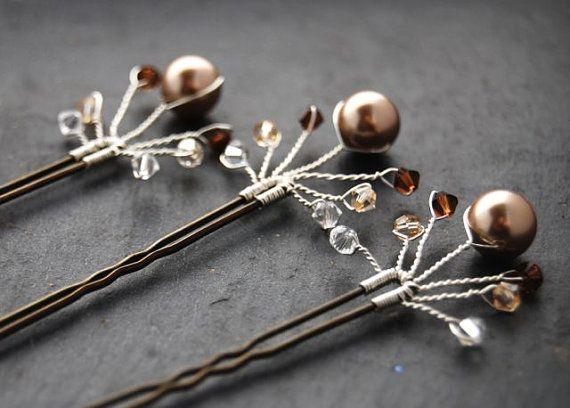 He encontrado este interesante anuncio de Etsy en https://www.etsy.com/es/listing/205079402/fanfare-bridal-hair-pins-crystal-bronze