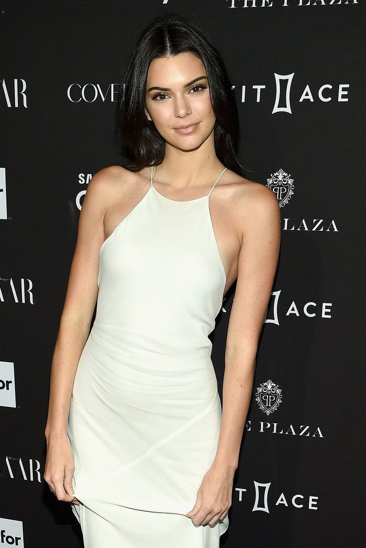 The Stealth Impression of Nude Make-up and Head-to-Toe Whites: Kendall Jenner, Suki Waterhouse, and Extra
