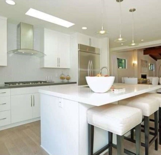 White Kitchen Cabinets With White Quartz: White Cabinet By Ultracraft Slab Door, Artic White In