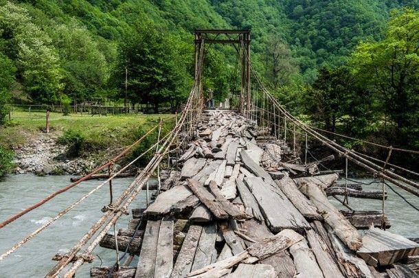 podvesnoi most nad rekoi bzyp