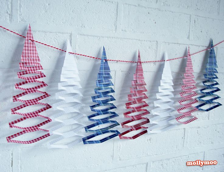 Christmas Tree Garland There's still a little time left for even more decorating the house for Christmas so as a little gift from MollyMoo, ...