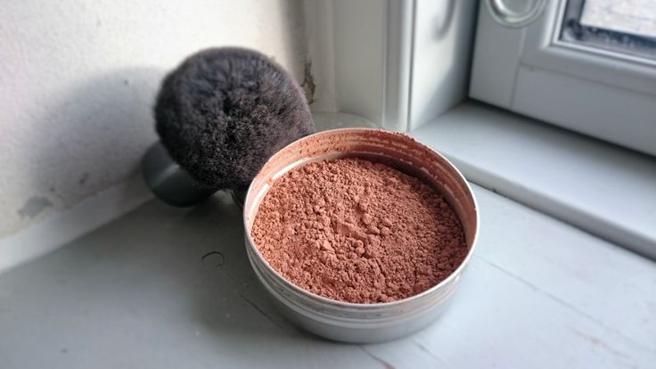 Powder me perfect foundation - An easy recipe for homemade natural mineral foundation and tips on how to adapt it to your skin tone.