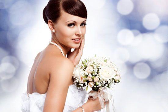Album di nozze 10 e lode: la testa e le mani nelle foto in posa. Guarda altre immagini di bouquet sposa: http://www.matrimonio.it/collezioni/bouquet/3__cat
