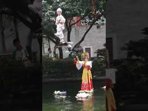 A BEAUTIFUL CHINESE GIRLS RIDING ON BOAT LIVE VIDEO. ..