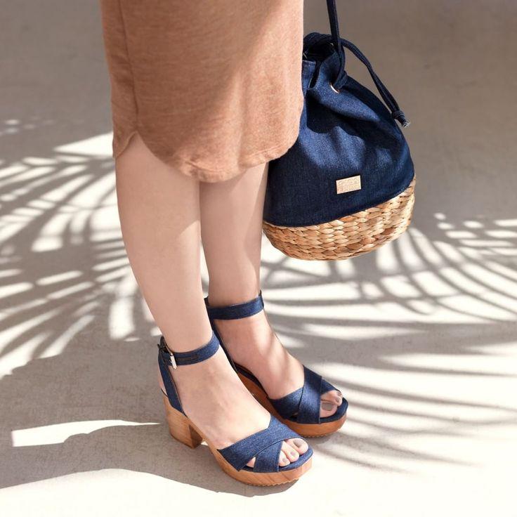 DENIM LOOKS GOOD ON YOU... 💙 #Gioseppo #jeans #denim #summer #instafashion #rafia #bag #borsa #sandals #scarpe #linkinbio #Sandalias Ref: 28432 #Bolso Ref: 28286