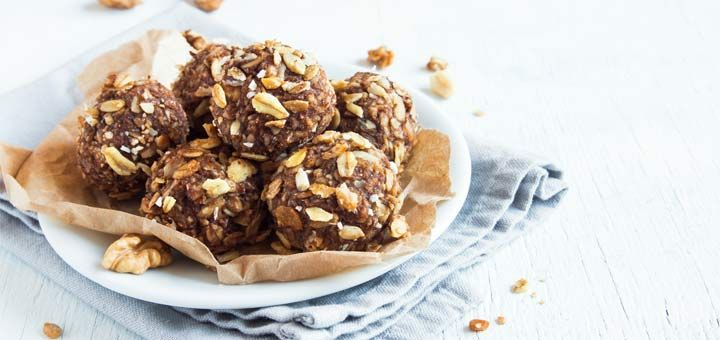 Swap out your store bought granola bars for these 5 Ingredient Energy Bites! Easy Snack Prep!