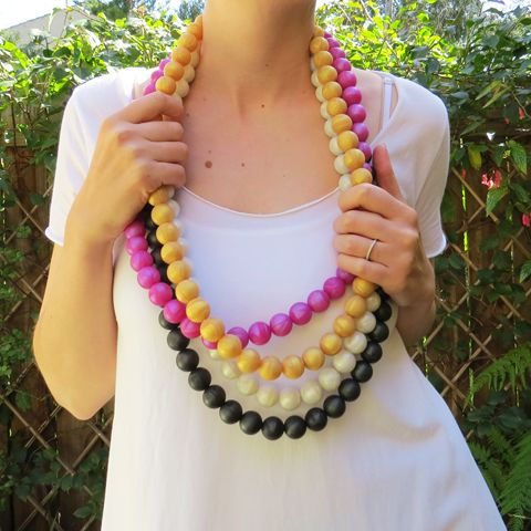 Silicone-teething-necklace-oh-mama-mix