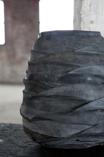 dit is ook te maken van een oude vaas, die omkleden met fietsband