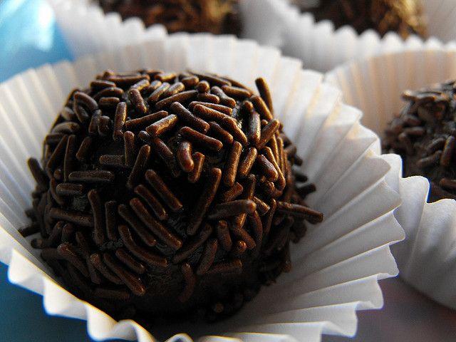 As receitas lá de casa: Brigadeiros de chocolate – receita bimby