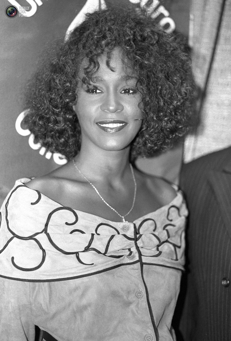 Whitney Houston Hairstyles 291 Best Images About Whitney Houston The Voice On Pinterest