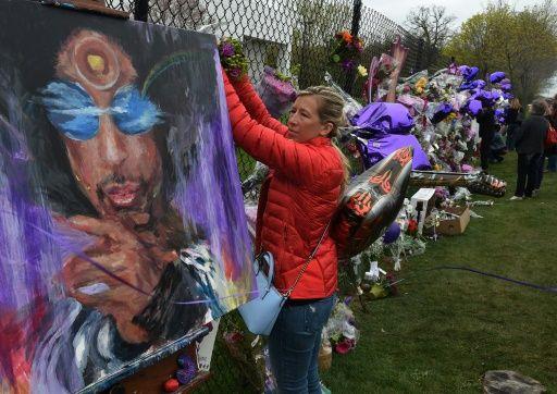 La police n'a relevé aucun signe de traumatisme sur la dépouille mortelle de Prince et n'a aucune raison de penser que le musicien s'est suicidé, a déclaré vendredi le shérif...