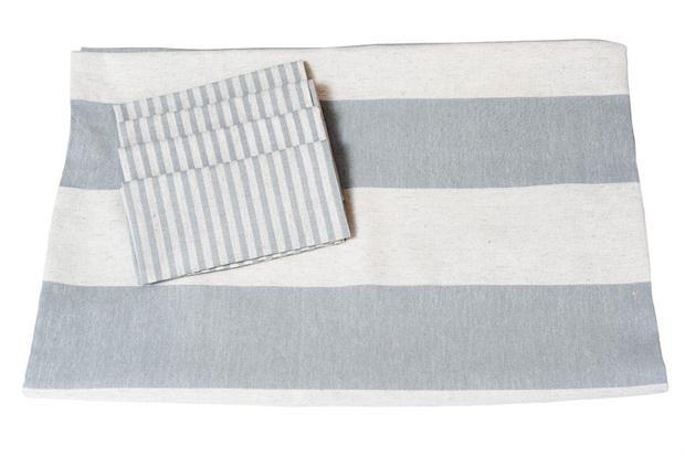 Manteles e individuales para vestir la mesa  Los materiales nobles se destacan en los diseños de Atelier de Hilos.