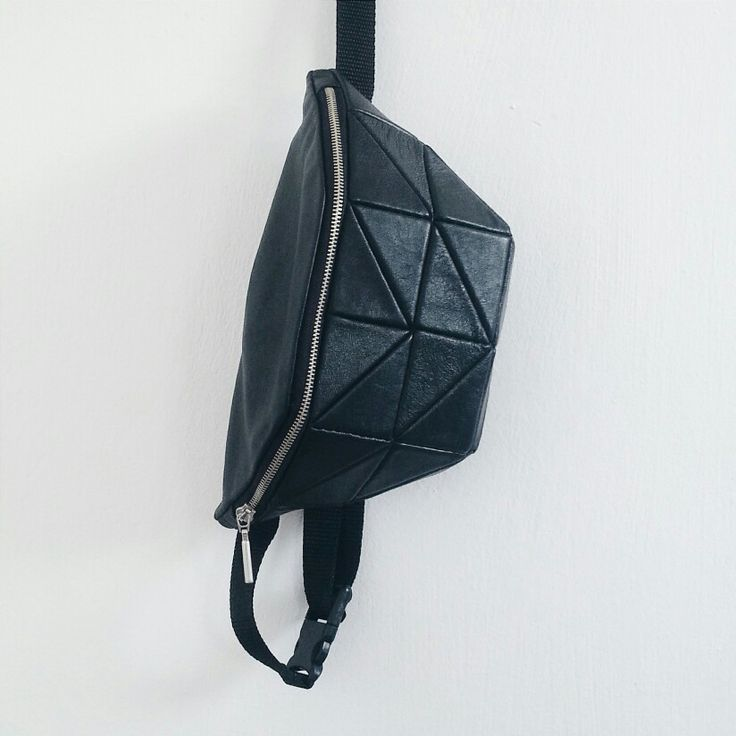 Kosiniec -  black leather geometric bumbag