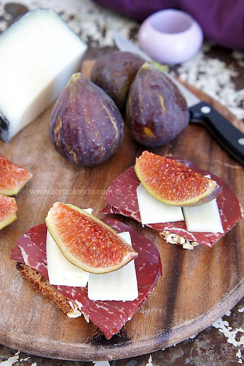 Crostoni con bresaola, fichi e formaggio - Crunchy whole wheat bread with figs, dried beef and cheese | From Zonzolando.com