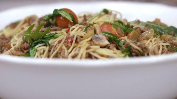 Eén - Dagelijkse kost - capellini met gebakken gehakt, paddenstoelen en minitomaten