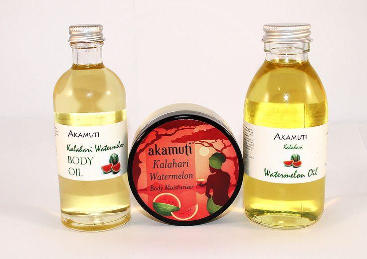 Olej z vodového melóna je veľmi ľahký a rýchlo sa vstrebáva, je ideálny pre mastný typ pokožky. Telový olej z vodového melóna má ostrú a citrusovo-sladkú vôňu, čistí a oživuje unavenú a preťaženú pokožku. Telový krém s olejom z vodného melóna je ovocný, osviežujúci a tonizujúci - udržiava pokožku jasnú, zdravú a broskyňovo jemnú.
