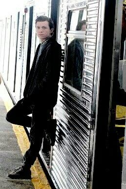 I STG MY HEART THIS IS NOT A PHOTOSHOOT TOM WTF! Tom Holland filming Spider-Man: Homecoming on the subway in Queens, New York on Monday 26th Sept 2016.