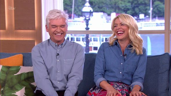 Dancing on Ice: Holly Willoughby and Phillip Schofield 'WILL return to host' revamped show - http://buzznews.co.uk/dancing-on-ice-holly-willoughby-and-phillip-schofield-will-return-to-host-revamped-show -