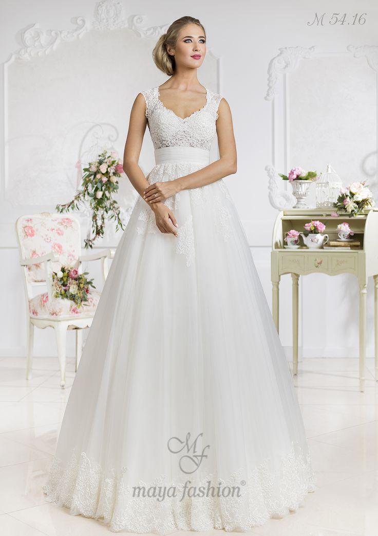 Dantela cu motive florale care imbraca bustul iti va conferi un look angelic in ziua nuntii.