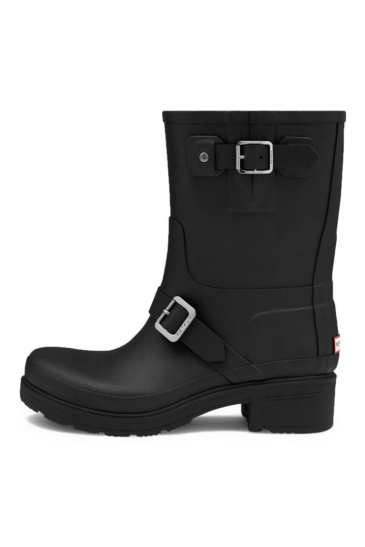 A new interpretation of the biker boot style, this women's ankle boot is handcrafted from natural rubber with a 5cm heel. Handcrafted Waterproof Textile lining Matte finish Original calendared out-sole Natural rubber Side gusset with decorative buckle with Hunter logo  Biker Rubber Boot by Hunter Boots. Shoes - Boots Canada