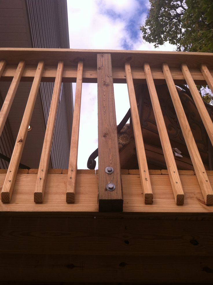 Deck railing construction back deck ideas for re doing for Balcony decking