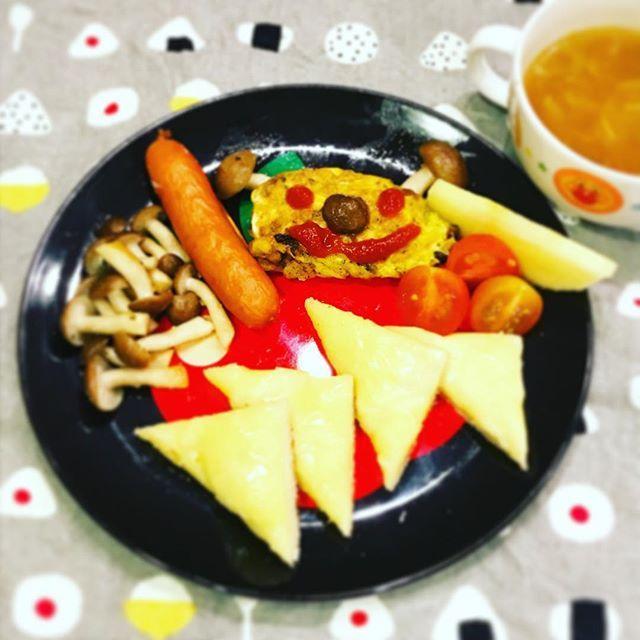 2016/11/16 06:05:27 yo_shi_bon #チーズトースト #トースト #バルミューダ #balmuda #cheesetoast #白菜スープ #soup #ホームベーカリー #コーンオムレツ #omelette #幼児食 #2歳 #2歳6ヶ月 #朝ごはん #朝食 #今日の朝食 #こどもごはん #いただきます #kids #kidsfood #kidsmeal #kidsbreakfast #breakfast #japonais #japanese #japanesefood #japanesebreakfast #ムスメシ #ムスメ #ニコニコ
