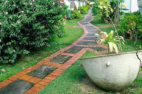 садовые дорожки из кирпича и плитки