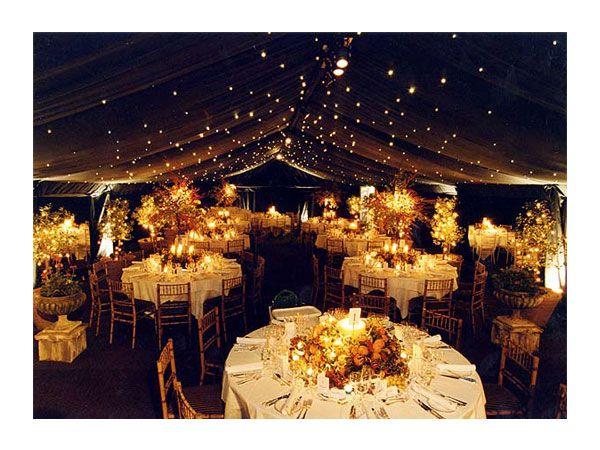 idea de decoracion de bodas con carpas y luces que simulan estar a cielo abierto en la noche #casarcasar